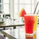 Suco de tomate com frutas cítricas